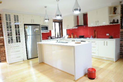 White Kitchen Red spalshback