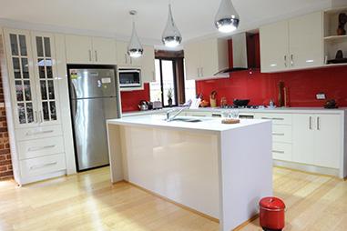 White Kitchen Red spalshback